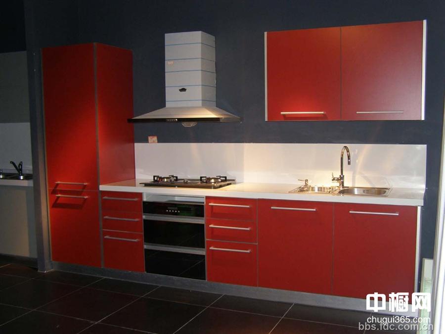 红色现代碳光板整体橱柜效果图片一张